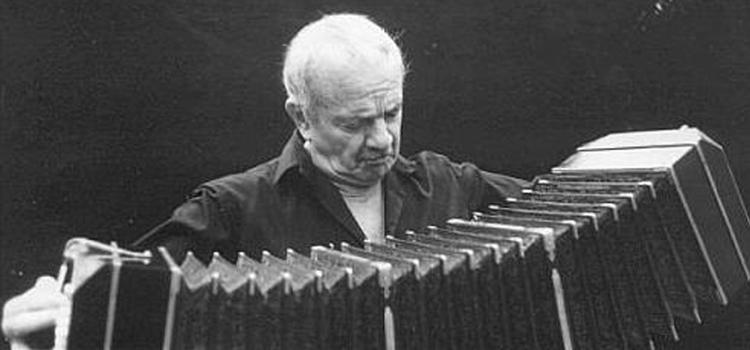 """Presentan """"Astor Piazzolla. Momentos"""", de María Seoane y Víctor Hugo Morales en el Auditorium"""