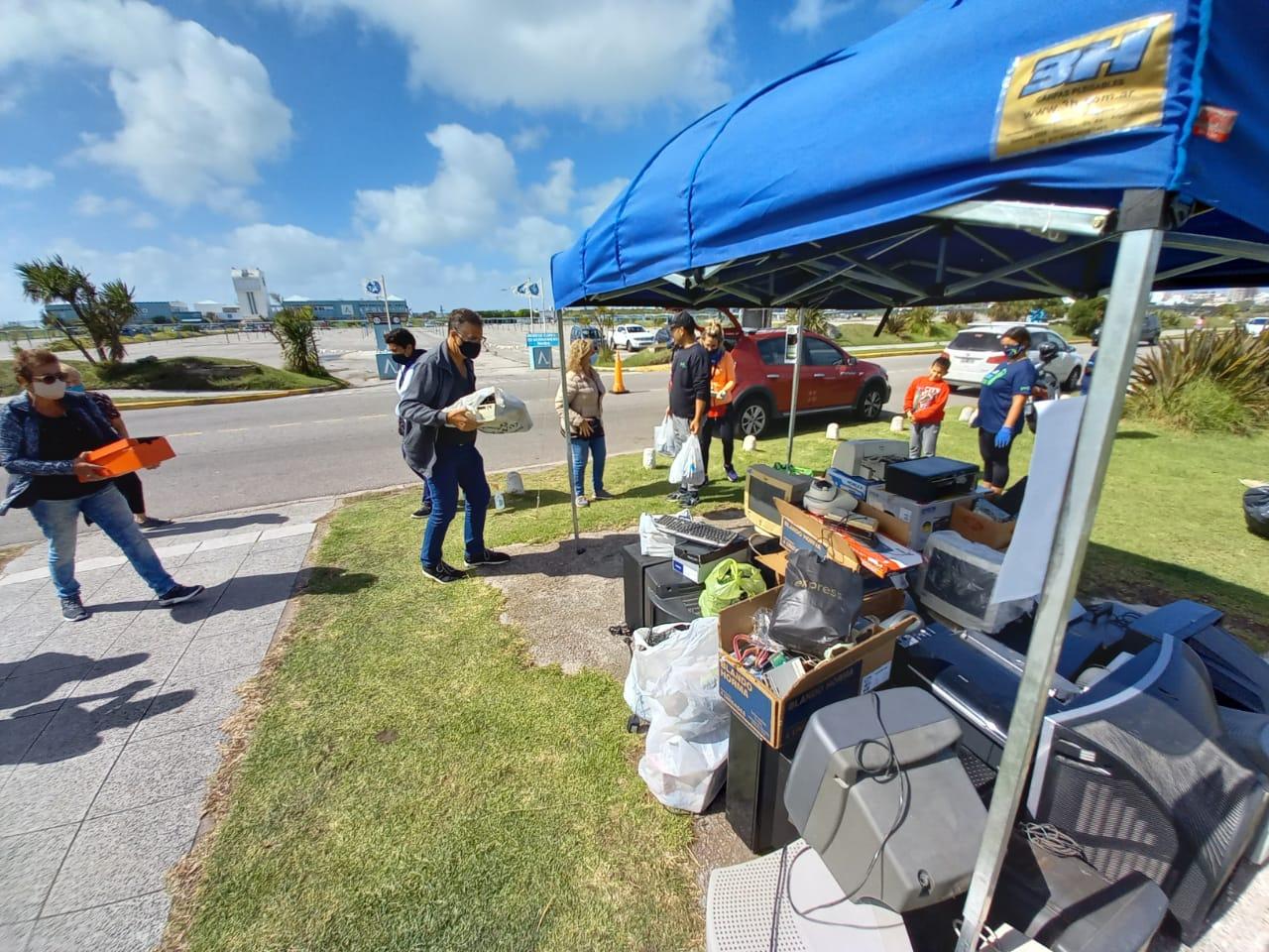 Punta Mogotes: Se juntó una tonelada de desechos tecnológicos