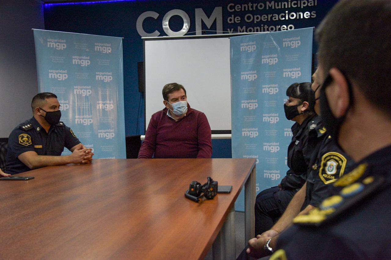 Montenegro recibió a los efectivos policiales que reanimaron a una señora