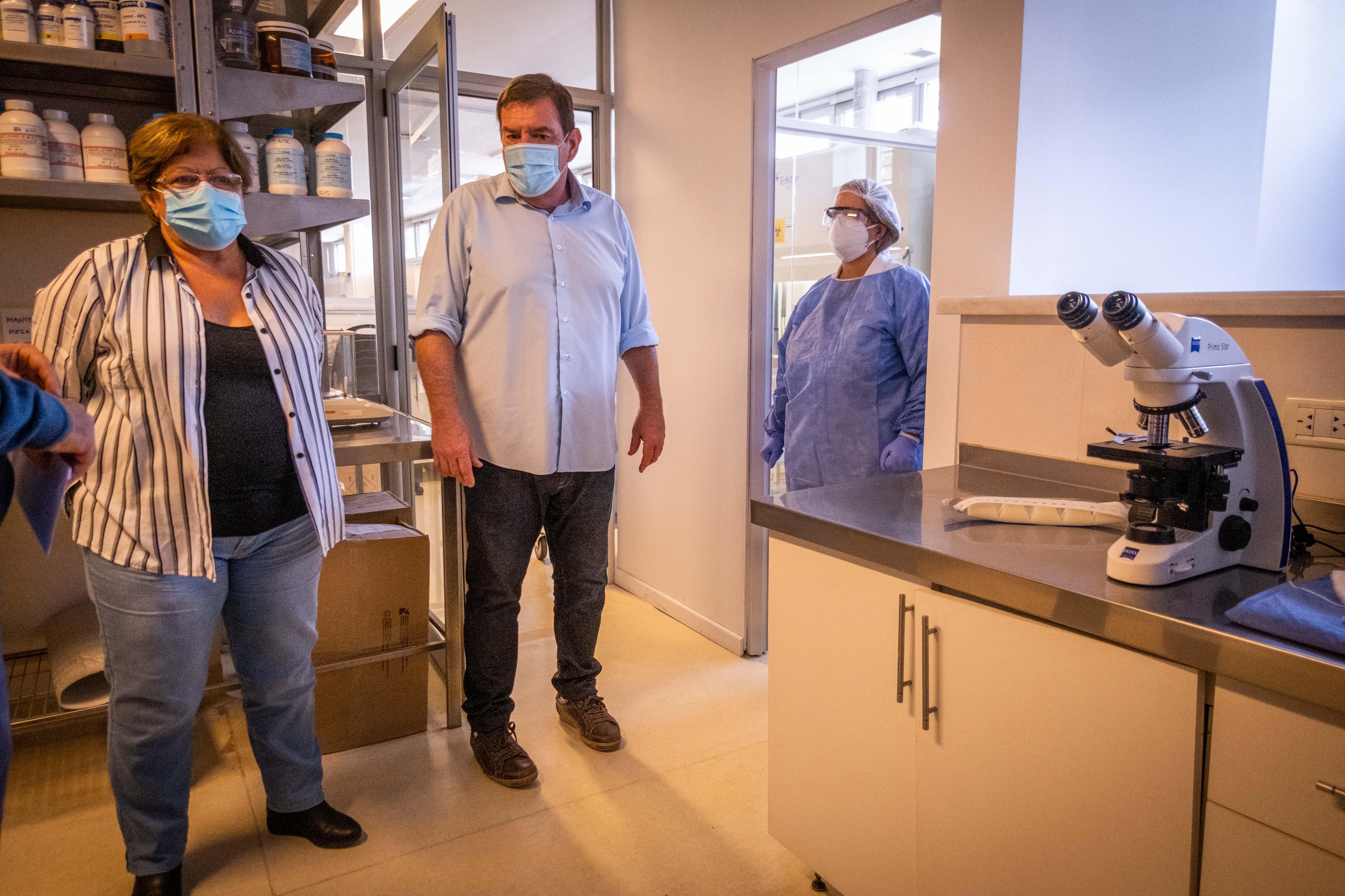 Ya funciona el primer laboratorio municipal para el procesamiento de muestras de COVID-19
