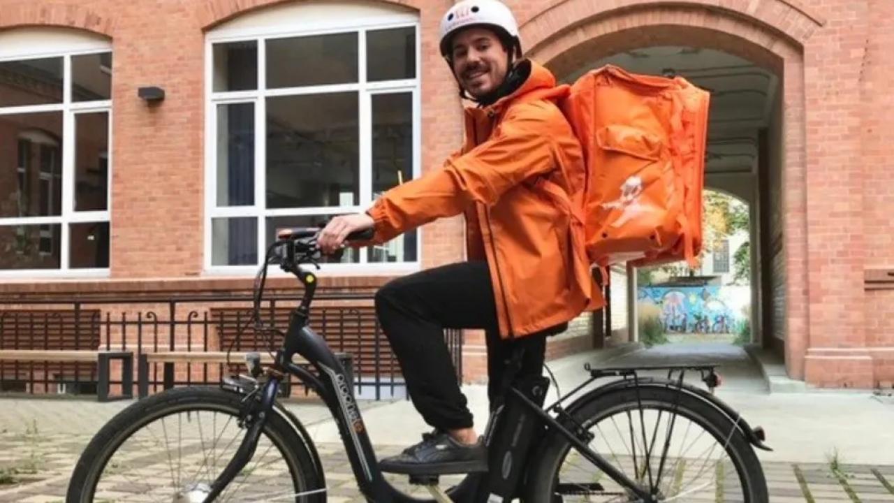 Quién es el argentino que trabaja como delivery en Alemania y se volvió viral en las redes sociales