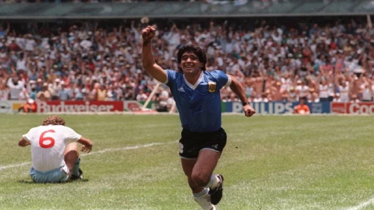 """Argentina fue un """"puño apretado"""" una vez más por el grito del """"Gol del Siglo"""" de Diego Maradona"""