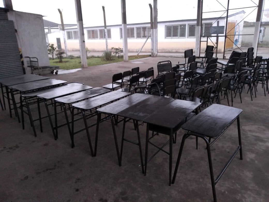 Privados de la libertad repararon mobiliario para escuelas de General Pueyrredón