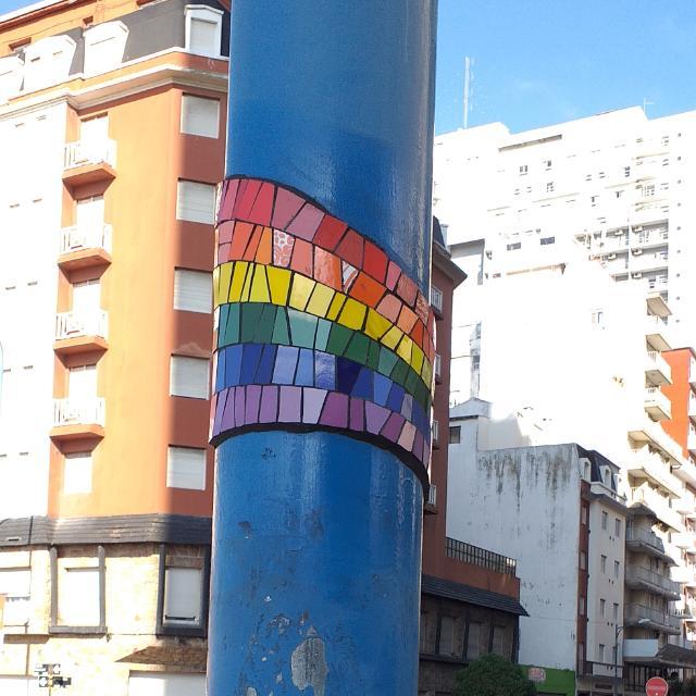 Señales de Orgullo: proyecto de intervención artística en la vía pública