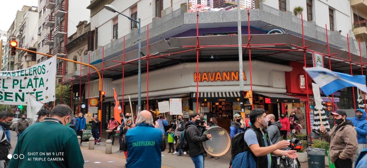 Trabajadores Alfajoreros realizaron una protesta ante la falta de acuerdo en paritarias