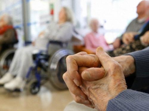 Protocolo para geriátricos bonaerenses: con turnos, dos visitantes por persona y a distancia social
