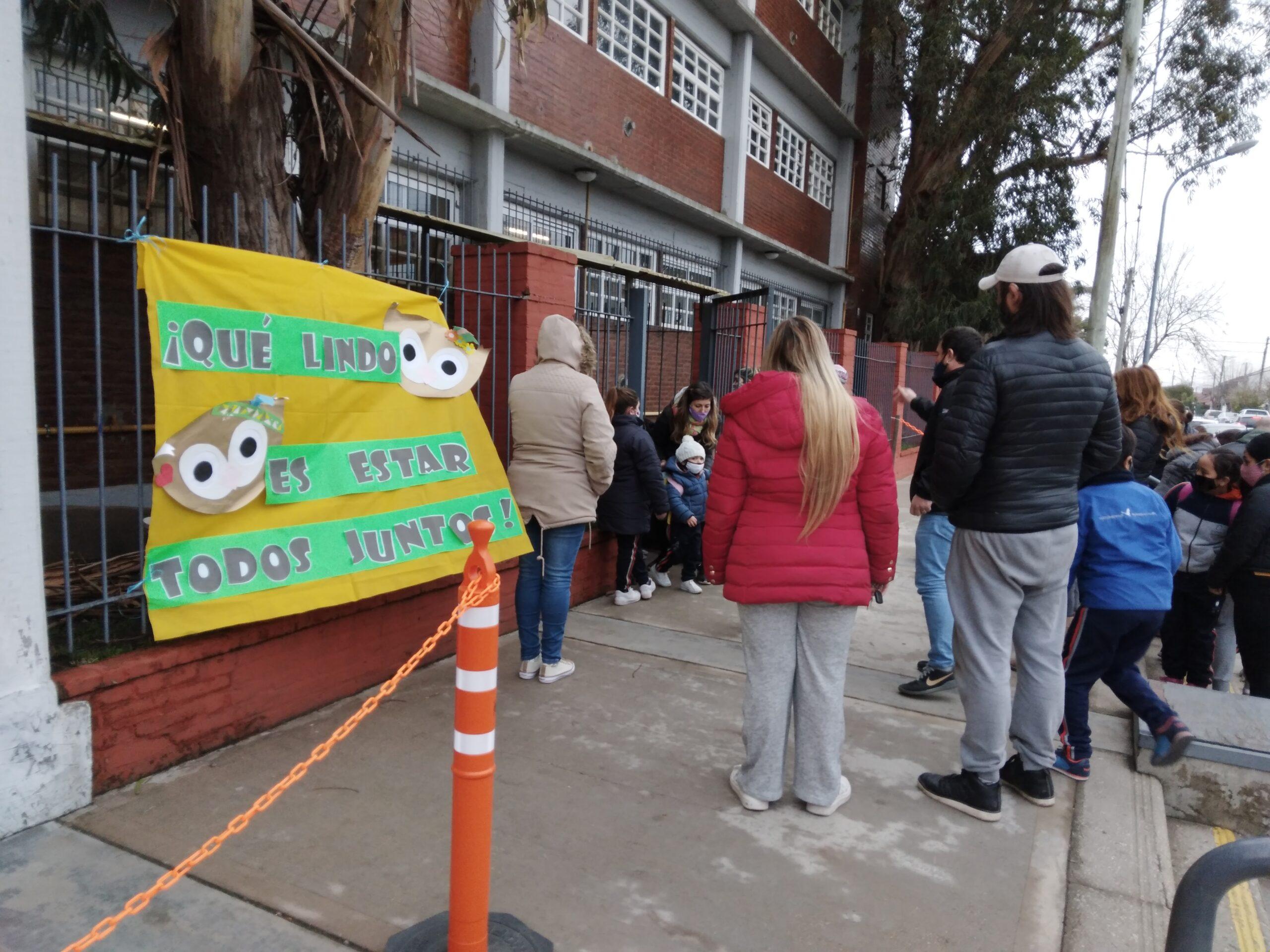 """Kicillof buscará modificar los protocolos en las escuelas para """"estar muy cerquita de la presencialidad plena"""""""