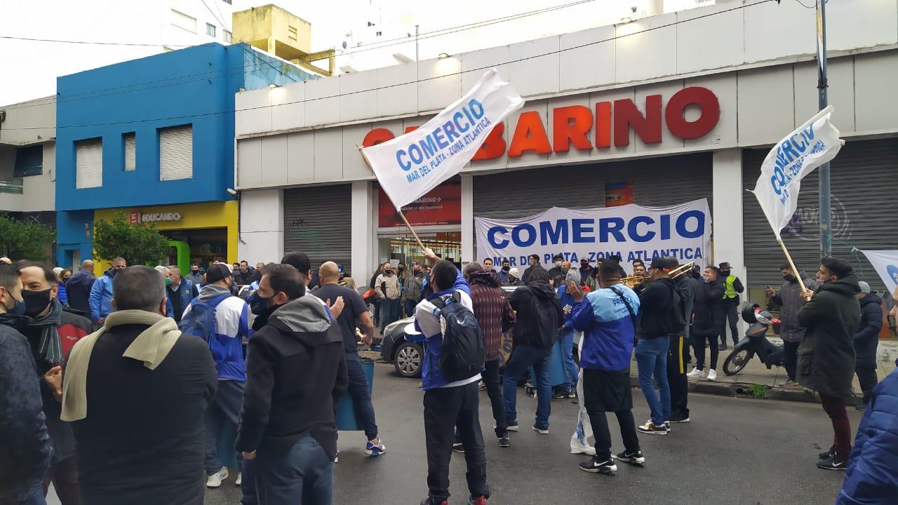 Empleados toman sucursal de Garbarino ante la falta de respuestas positivas