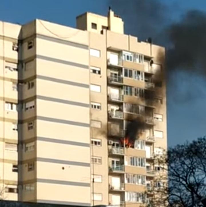 Dos menores de 10 años fueron asistidas tras incendiarse un departamento céntrico