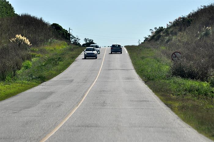 Un muerto al chocar de frente un vehículo utilitario contra un camión entre Miramar y Necochea