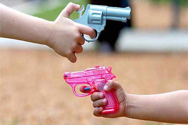 La Defensoría del Pueblo insta a no regalar juguetes bélicos en el Día de la Niñez