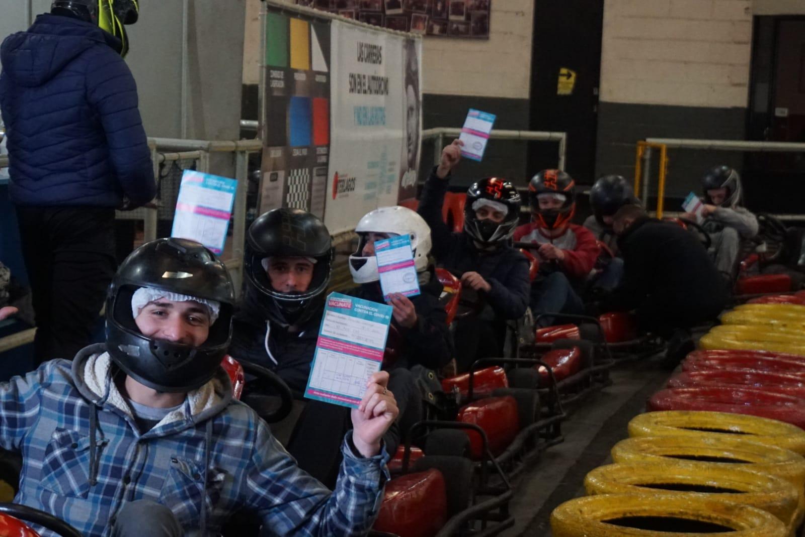 Promo vacunados: más de 300 jóvenes corrieron gratis en karting