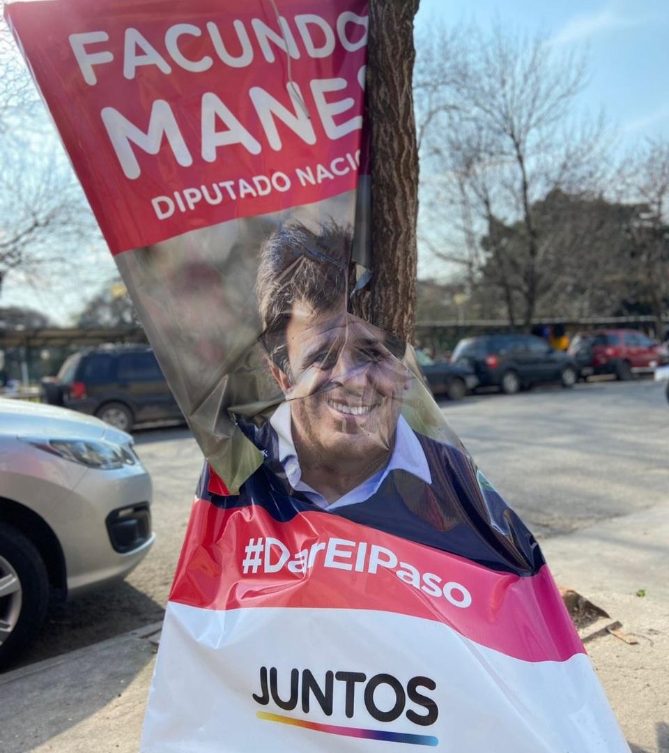 Denuncian en Mar del Plata actos vandálicos contra la campaña de Manes