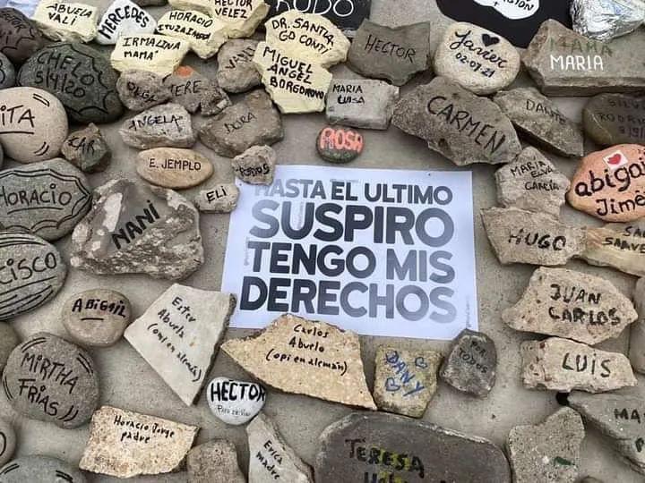 Marcha de las Piedras: emotivo homenaje a los fallecidos por coronavirus en Plaza de Mayo y Olivos
