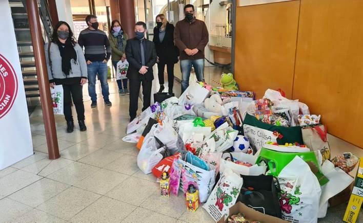 Martilleros y corredores públicos entregaron juguetes y golosinas a la Casa del Niño