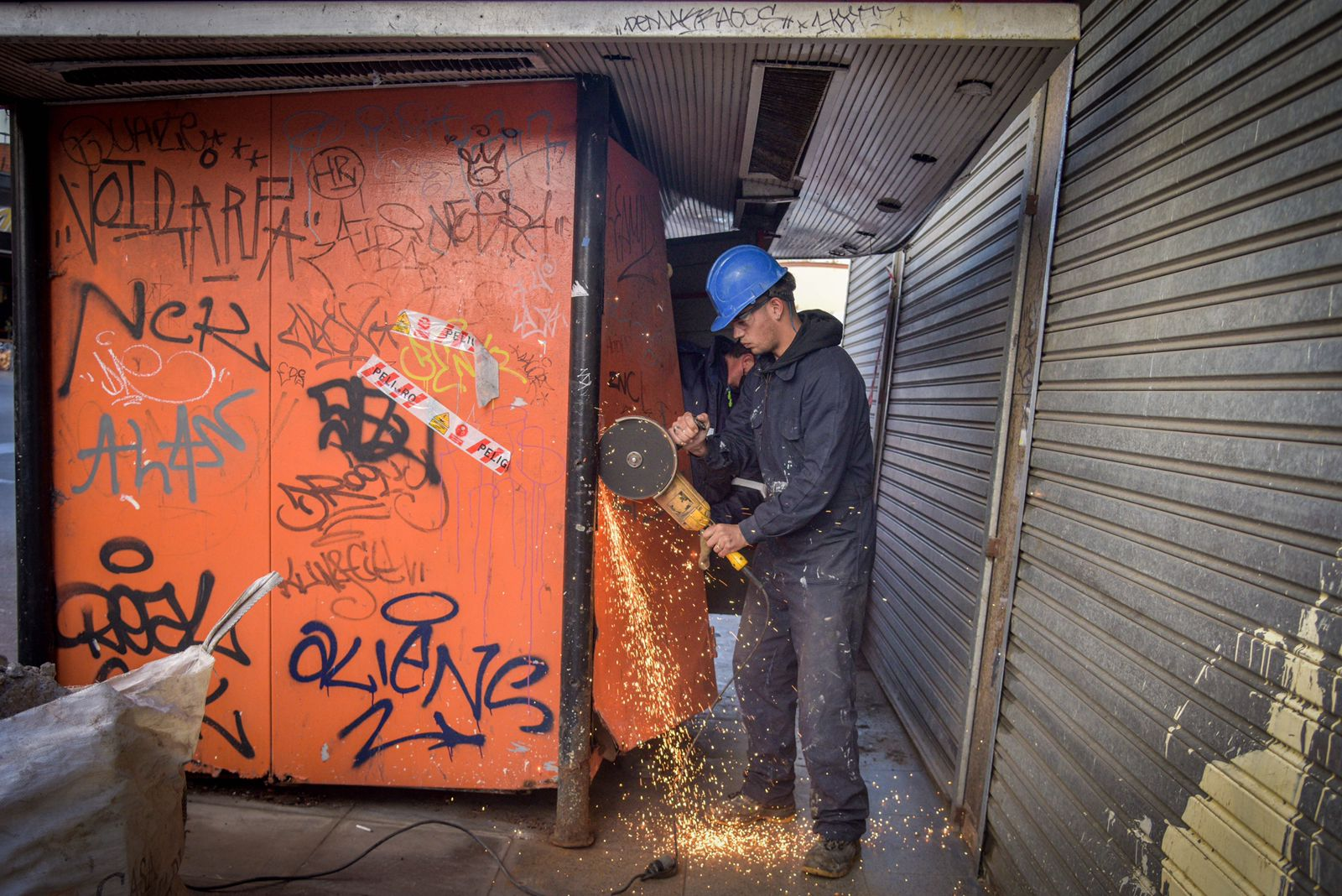 El Municipio ya retiró 36 puestos de diarios abandonados que representaban un riesgo público