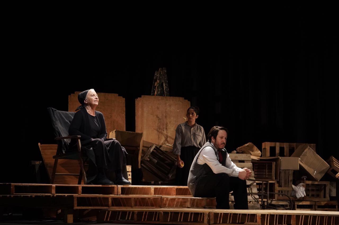 La obra La Revuelta se presenta en el Teatro Colón de Mar del Plata