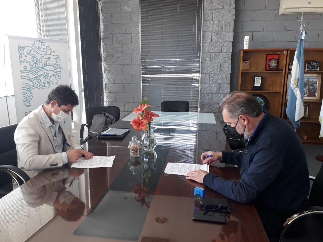 Se firmó el contrato para la obra de dragado de mantenimiento del Puerto de Mar del Plata