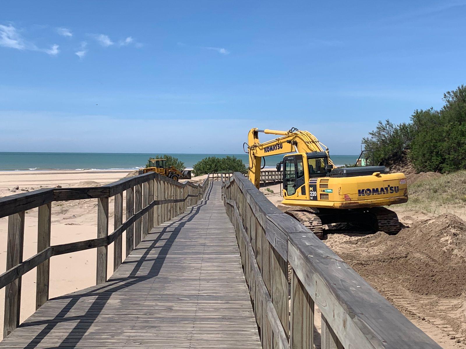 Continúan las obras de mejoras y mantenimiento en la pasarela peatonal del Puerto